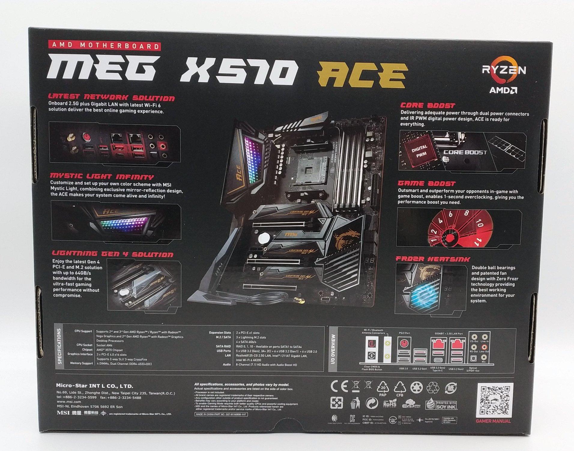 Bereits die Rückseite des Kartons ist nahezu überladen mit den diversen Features des MEG X570 ACE. Für ausreichende Konnektivität sorgen 2,5Gbit + 1Gbit LAN Anschlüsse kombiniert mit dem neuen WiFi6-Standard und Bluetooth 5.1. Neben diversen Auto-OC Funktionen und eigentlich unnötiger, doppelter 8-Pin EPS Stromversorgung für die CPU darf natürlich RGB nicht fehlen, sonst gehen gleich mindestens 5 FPS verloren! Alle drei der PCIe 4.0 Slots verfügen zudem über einen passiven Kühlkörper, der Chipsatzkühler hingegen kommt mit einem kleinen Lüfter daher. Dieser bleibt im Betrieb glücklicherweise absolut geräuschlos.