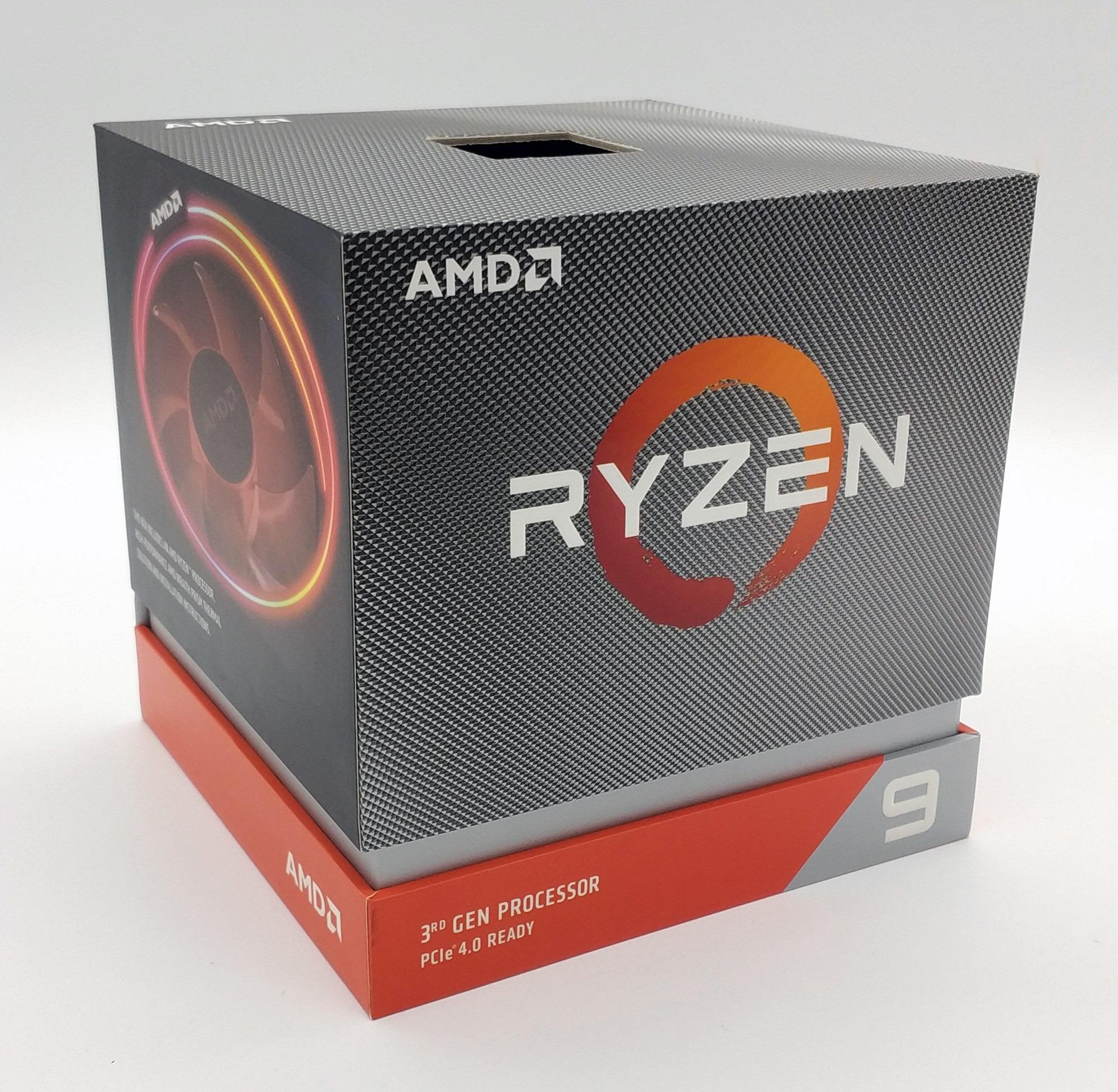 Als nächstes geht es dem Ryzen 9 3900X an die Packung! Im Gegensatz zum Core i9 Intel-Counterpart verzichtet AMD auf eine besondere, auffällige Verpackung bei den High-End CPUs für den Mainstream Sockel, das bleibt wohl den Threadripper-Prozessoren vorbehalten